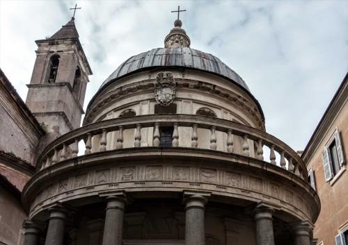 Kaplica Męczeństwa św. Piotra (Tempietto), dzwonnica kościoła San Pietro in Montorio (po lewej)