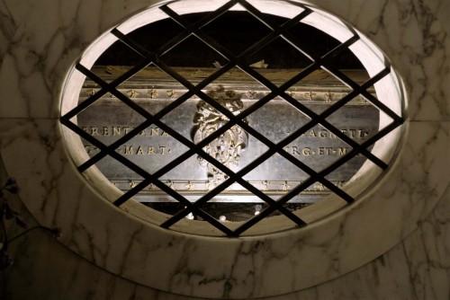 Sant'Agnese fuori le mura, relikwiarz na doczesne szczątki św. Agnieszki pod ołtarzem, XVII w.