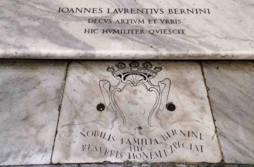 Tablica nagrobkowa rodziny Bernini koło ołtarza głównego, bazylika Santa Maria Maggiore