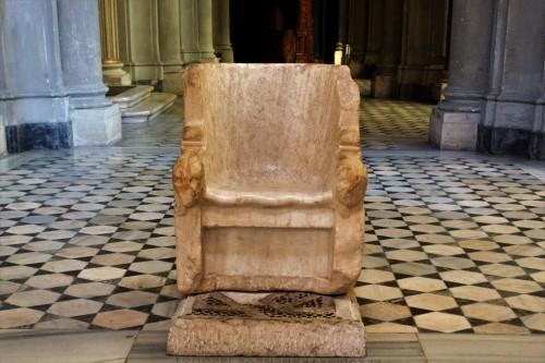 Marmurowy fotel z I w.p.n.e. uznawany za tron biskupi papieża Grzegorza, kościół San Gregorio Magno