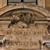 Smok - element herbu Boncompagni nad wejściem do budynku Gregoriany