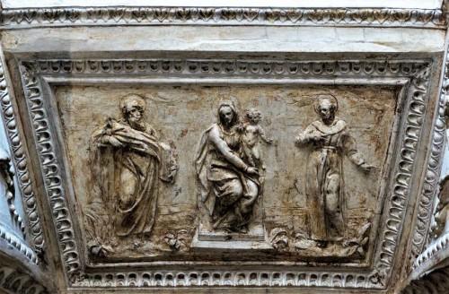 Kaplica Męczeństwa św. Piotra (Tempietto),   Maria wśród świętych (franciszkańskich), krypta