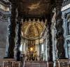 Fundacja papieża Urbana VIII - baldachim i ołtarz w absydzie bazyliki San Pietro in Vaticano