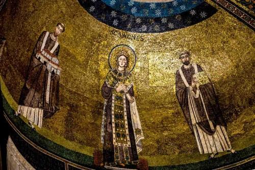 Bazylika Sant'Agnese fuori le mura, mozaiki absydy - po lewej papież Honoriusz I, po prawej papież Grzegorz Wlk.