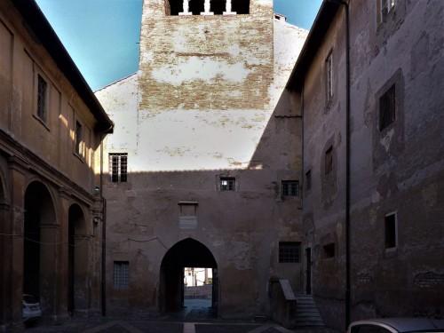 Pierwszy dziedziniec bazyliki Santi Quattro Coronati