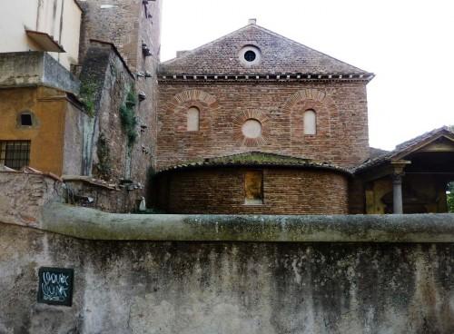 Widok absydy kościoła Sant'Agnese fuori le mura