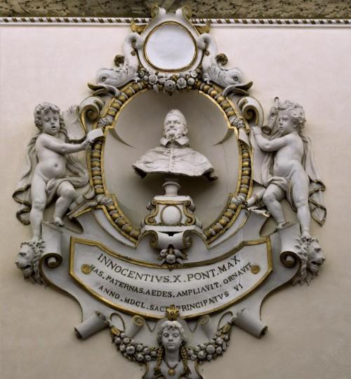 Palazzo Pamphilj, dekoracja ścienna jednej z sal pałacu upamiętniająca wielkiego członka rodu - papieża Innocentego X