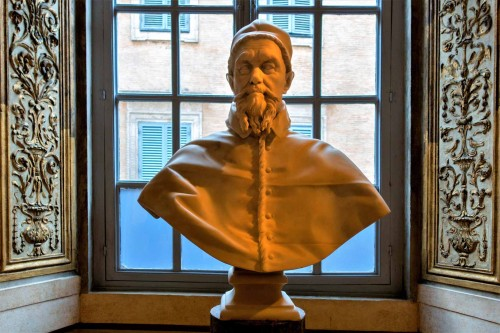 Popiersie papieża Innocentego X, Palazzo Pamphilj, Galeria Serliana