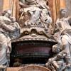 Nagrobek papieża Innocentego XII, fragment ukazujący personifikację cnót - Sprawiedliwości i Miłosierdzia, bazylika San Pietro in Vaticano