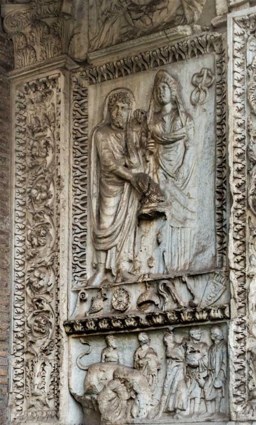 Łuk Srebrników, scena ukazująca cesarzową Julię Domnę i cesarza Septymiusza Serewa w trakcie składania ofiary bogom