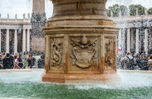 Fountain (Altieri family coat of arms) at St. Peter's Square, Carlo Fontana
