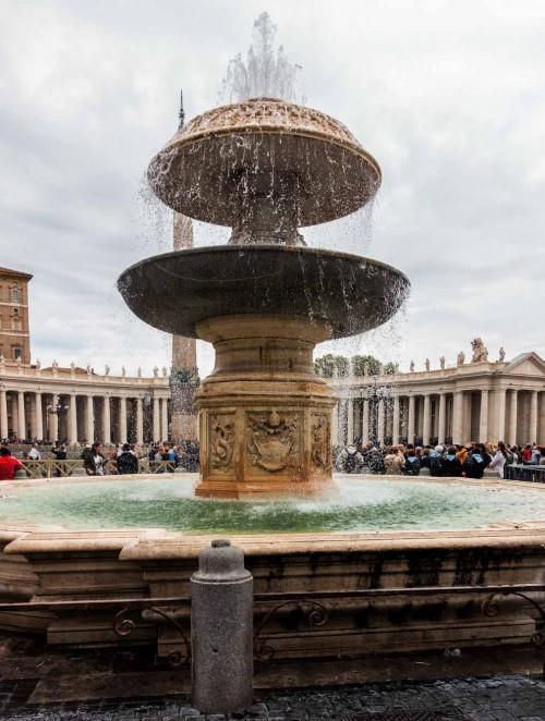 Fontanna Klemensa X  na placu św. Piotra, Carlo Fontana