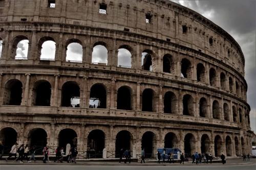 Elewacja Koloseum od strony wzgórza Oppio
