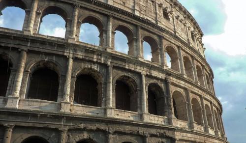 Koloseum, trzy porządki architektoniczne - dorycki, joński i koryncki