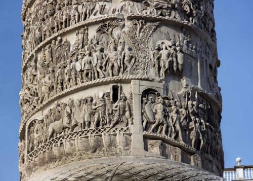 Kolumna Marka Aureliusza, fragment, Piazza Colonna