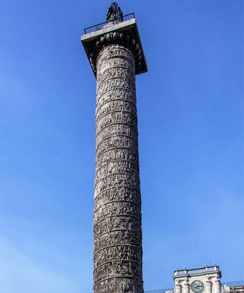 Kolumna Marka Aureliusza, Piazza Colonna