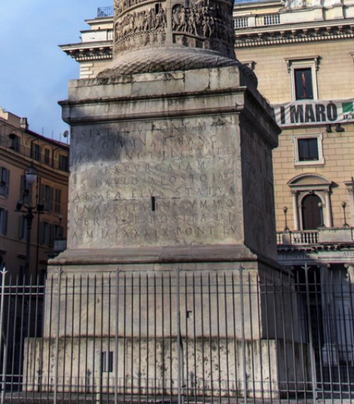 Kolumna Marka Aureliusza, postument, Piazza Colonna