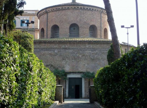 Kościół Santa Constanza (dawne mauzoleum Konstantyny), widok od schodów prowadzących do katakumb św. Agnieszki