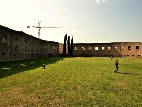 Mury dawnej bazyliki cmentarnej Sant'Agnese wzniesionej przez Konstantynę