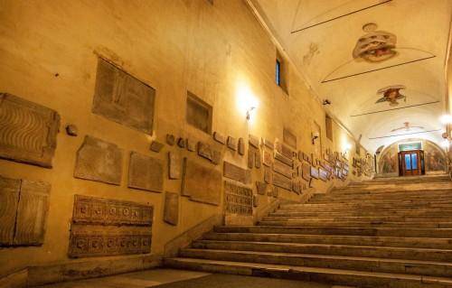 Sant'Agnese fuori le mura, antyczne i wczesnochrześcijańskie relikty, schody do kościoła