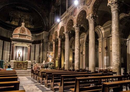 Sant'Agnese fuori le mura, widok prawej nawy i absydy kościoła