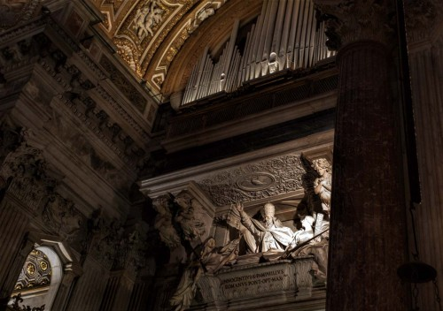 Church of Sant'Agnese in Agone, sarcophagus of Pope Innocent X above the main enterance, Giovanni Battista Maini