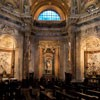 Sant'Agnese in Agone, ołtarze boczne - św. Sebastiana (w środku), św. Eustachego (po lewej) i św. Cecylii (po prawej)