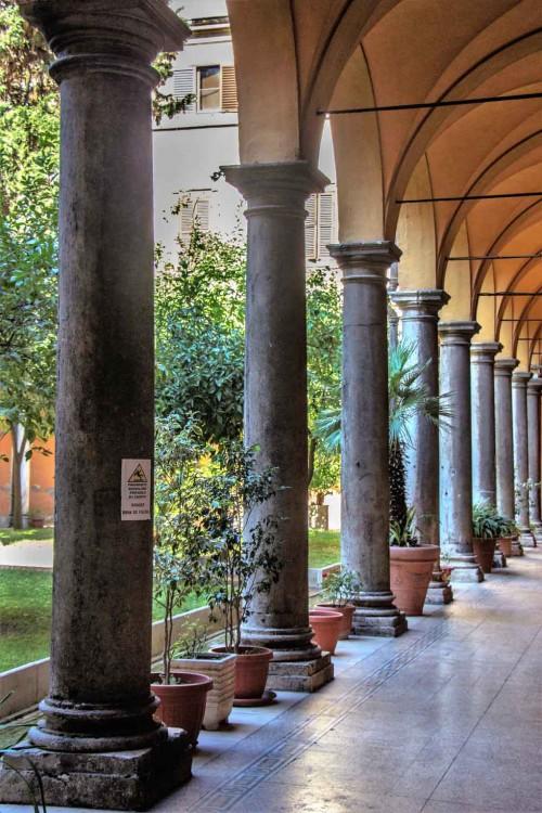 Sant'Andrea delle Fratte, krużganki klasztorne