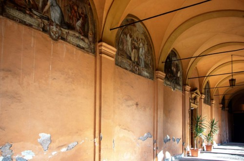 Basilica of Sant'Andrea delle Fratte, paintings in the monastery cloisters