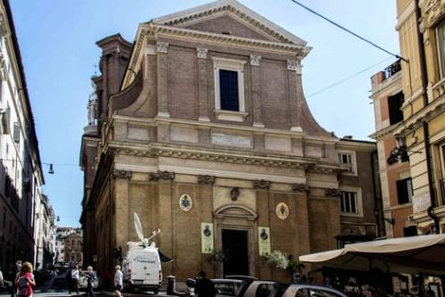 Sant'Andrea delle Fratte, widok fasady ukończonej w 1826 r.