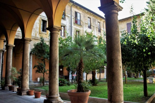 Sant'Andrea delle Fratte, widok na wirydarz dawnego zakonu minimitów
