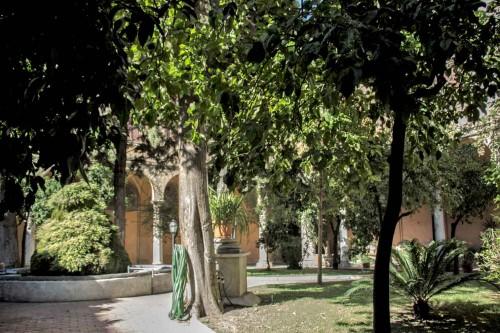 Sant'Andrea delle Fratte, wirydarz klasztorny