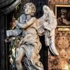 Sant'Andrea delle Fratte, Anioł z tabliczką INRI, Gian Lorenzo Bernini