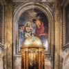 Sant'Andrea delle Fratte, drewniana chrzcielnica z XVII w., w tle Chrzest Chrystusa, L. Gimignani