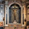 Sant'Andrea delle Fratte, kaplica Crocifficione z krucyfiksem z XVII w.