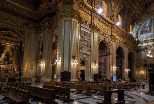 Basilica of Sant'Andrea della Valle, view of the transept with the Chapel of St. Andrew Avellino and tombstone of Pope Pius III
