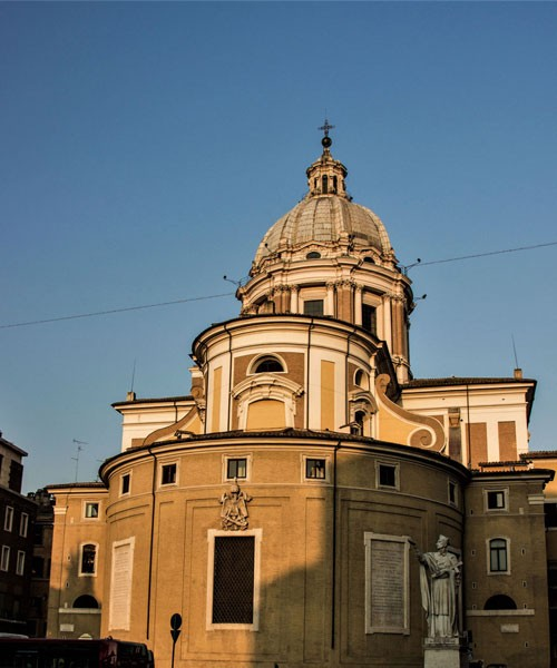 Basilica of San Carlo al Corso, apse of the church with a statue of St. Charles Borromeo flanking it