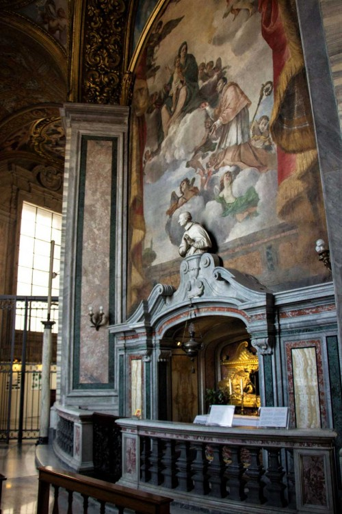 Basilica of San Carlo al Corso, altar with the relic of the heart of Charles Borromeo in the ambulatory of the main altar