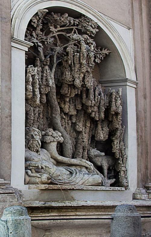 Jedna z fontann - przy fasadzie kościoła San Carlo alle Quattro Fontane