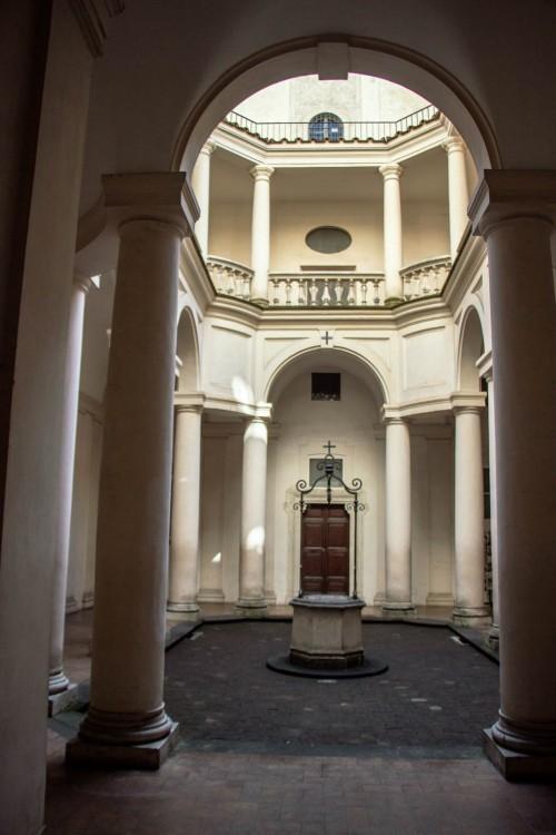 San Carlo alle Quattro Fontane, widok dziedzińca klasztornego