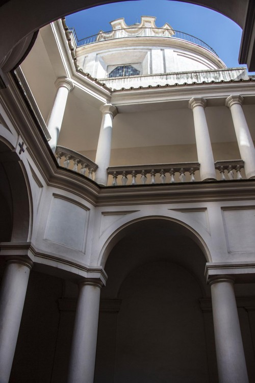 San Carlo alle Quattro Fontane, widok kolumnady dziedzińca klasztornego