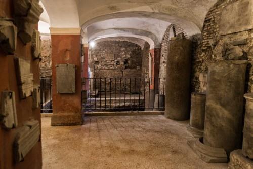 Podziemia bazyliki Santa Cecilia, pozostałości perystylu antycznego domus