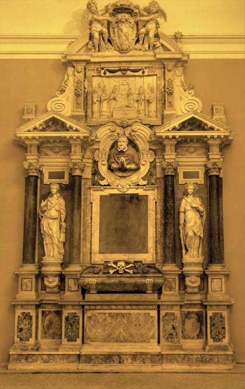 Portyk bazyliki Santa Cecilia, nagrobek kardynała Paolo Sfondratiego