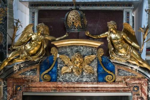 Santa Cecilia, Anioły - zwieńczenie posągu św. Cecylii, Stefano Maderno