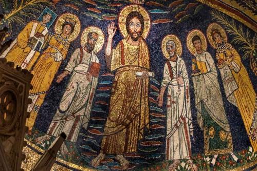 Santa Cecilia, mozaiki - w środku Chrystus w otoczeniu śś. Piotra i Pawła, Waleriana i Cecylii, Agaty i papieża Paschalisa I