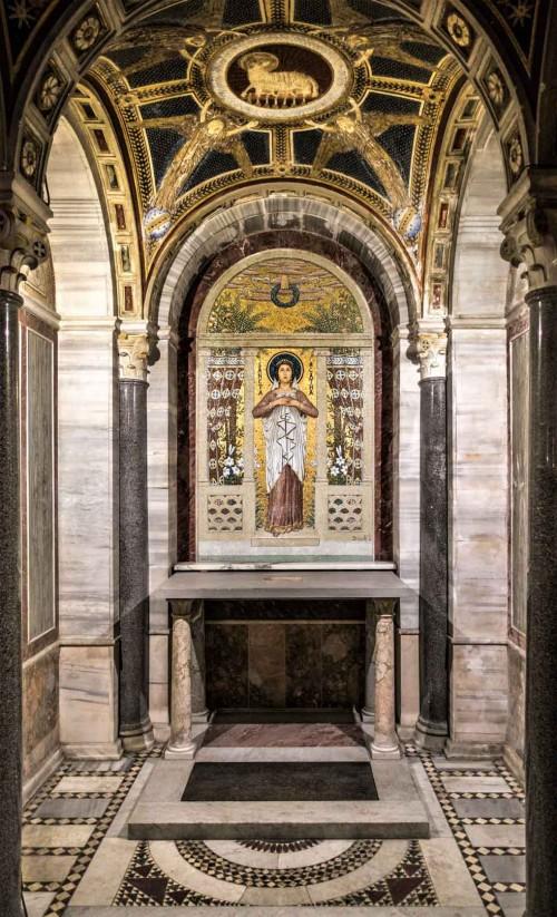 Santa Cecilia, podziemia kościoła - kaplica św. Cecylii i ołtarz św. Agaty