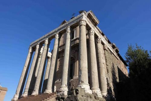 Świątynia Faustyny i Antonina Piusa, obenie kościół San Lorenzo in Miranda, Forum Romanum