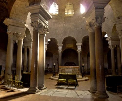 Santa Constanza, wnętrze dawnego mauzoleum Konstantyny, obecnie kościół