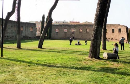 Zarys absydy antycznej bazyliki cmentarnej Sant'Agnese z IV w.