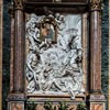 San Giacomo in Augusta, Cappella dei Miracoli, Madonna Cudów i płaskorzeźba Pierre'a Le Grosa